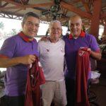 Sanches presenteia profissionais do SPORTV com camisas oficiais
