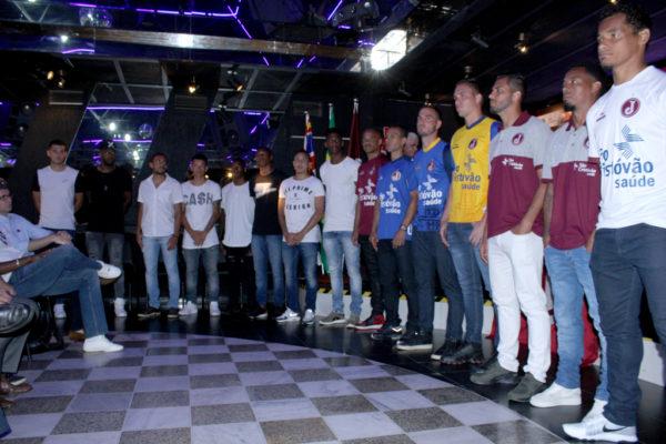 Atletas do Juventus se apresentam na sede social do clube (Fotos: Marcelo/Juventus)