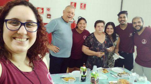 Professora Karina Villaça, sua turma e professores do período noturno