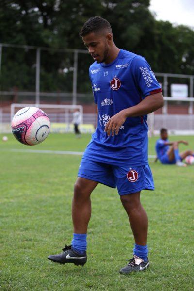 Dieguinho treina com bola (Marcelo Germano/Juventus)