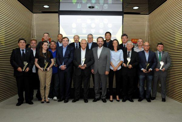 Premiação na Federação Paulista de Futebol (Foto: Rodrigo Corsi/FPF)