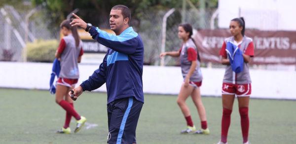 Welington Souza, técnico do Juventus feminino (Foto: Marcelo Germano/C.A. Juventus)