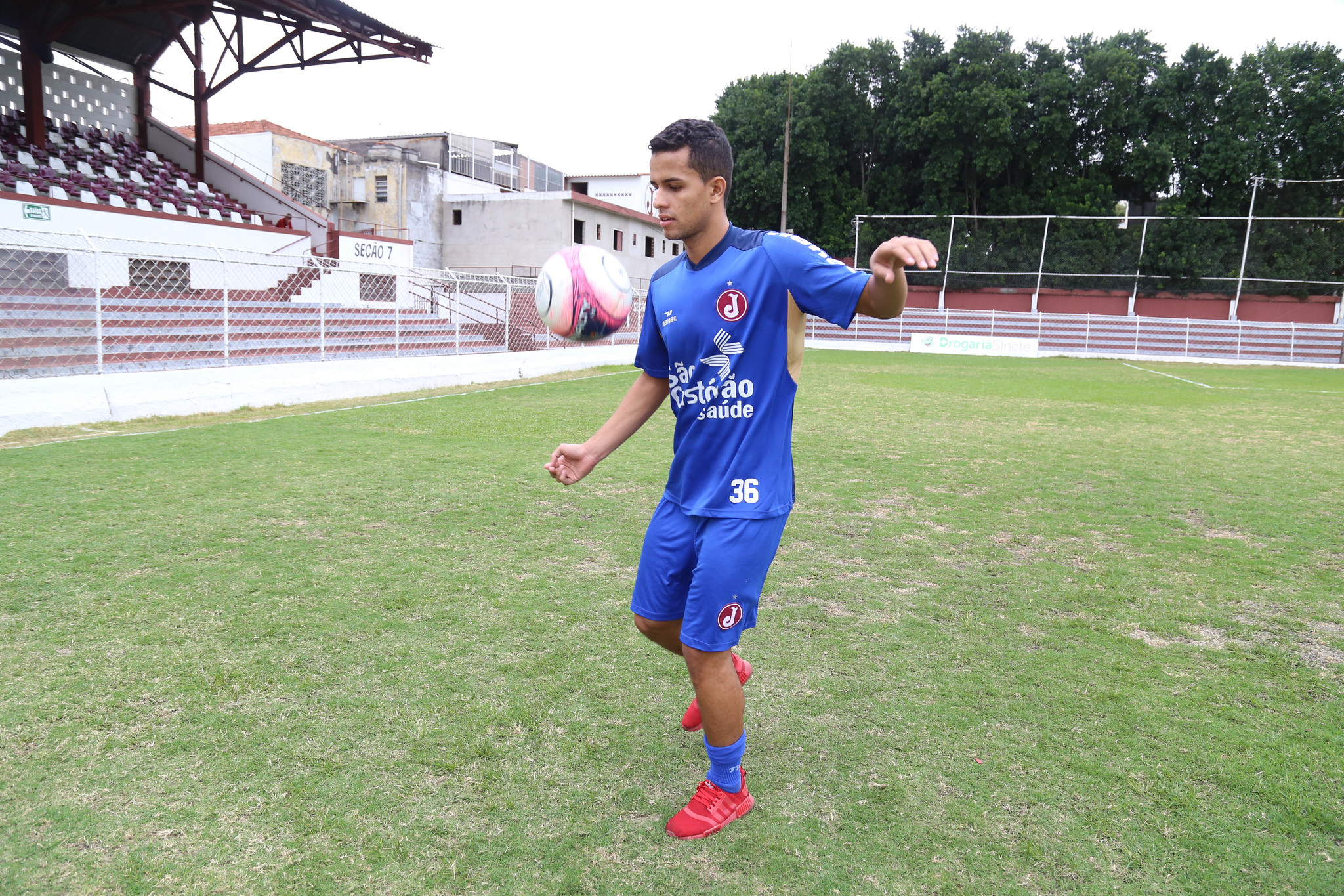 c838a0ea6b Estreante no futebol paulista