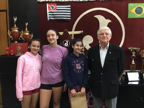 Presidente Domingos Sanches recebe alunas da ginástica rítmica