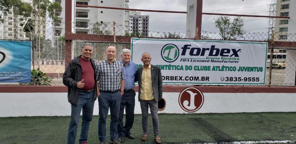 Presidente Domingos Sanches acompanha vistoria no campo (Foto: Divulgação)