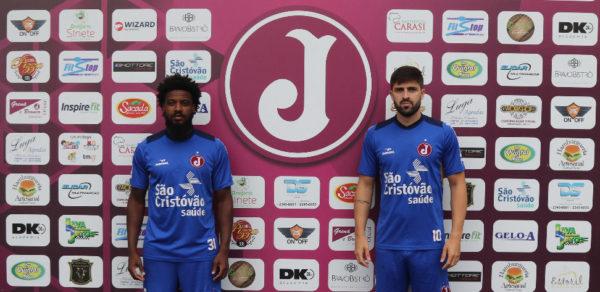 Alê e Diego Sacomam são apresentados no Juventus (Foto: Marcelo Germano/C.A. Juventus)