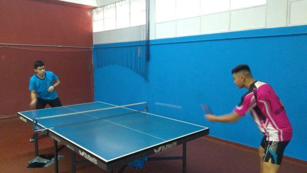 Erick Sakai e Daniel Santos (azul) em treino