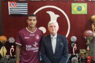Fabinho e presidente Domingos Sanches - Foto: Marcelo Germano/ C A Juventus
