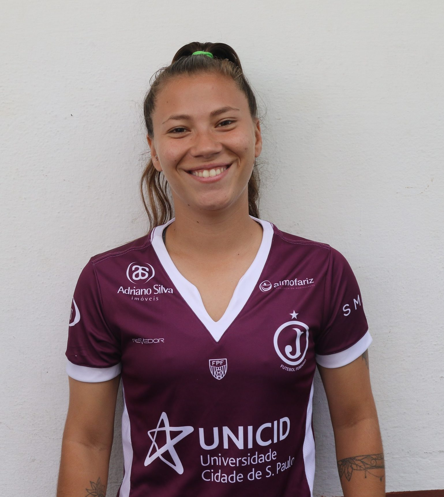Renata Rosa – lateral direita
