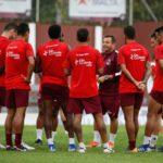 Técnico Alex Alves elogia elenco e comenta novas contratações